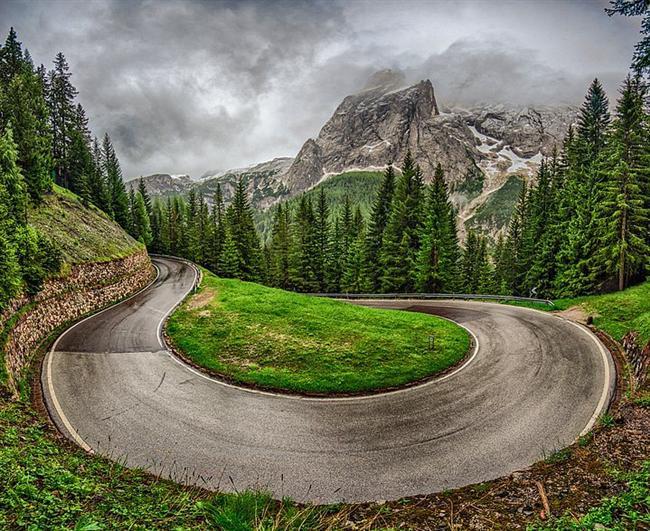 İtalyan Alpleri'nde Tehlikeli Bir Viraj, İtalya  İtalyan Alpleri'nde tehlikeli bir viraj! Bu yol da bizden olsun dedik.