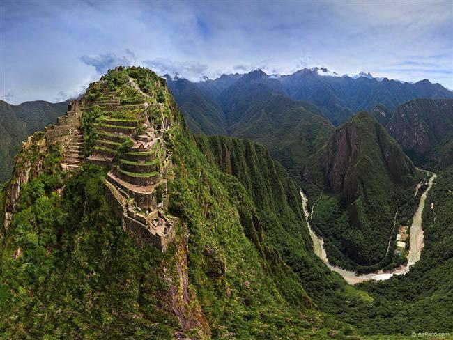 Machu Picchu Yolu, Peru  Dünyanın 7 harikasından biri olarak seçilen Machu Picchu'ya gitmek öyle kolay değil. Gittiğiniz yol aniden mola vermeye karar verir ve siz de öylece bakakalırsınız.