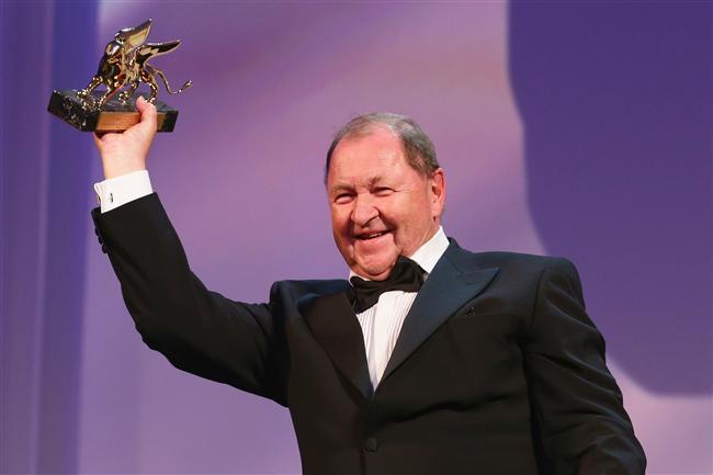 Altın Aslan: En İyi Film'e verilen ödül İsveçli yönetmen Roy Andersson'un 'A Pigeon Sat on a Branch Reflecting on Existence' (Güvercinin Biri Dala Kondu Varoluşa Kafa Yordu) adlı yapımın oldu.