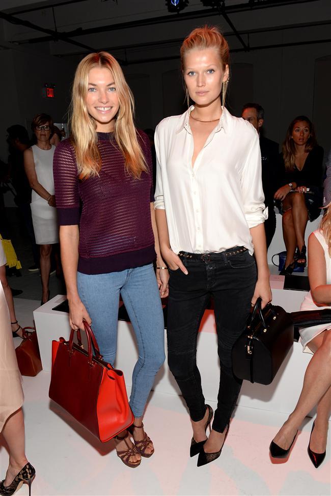 Jessica Hart (L) and Toni Garrn