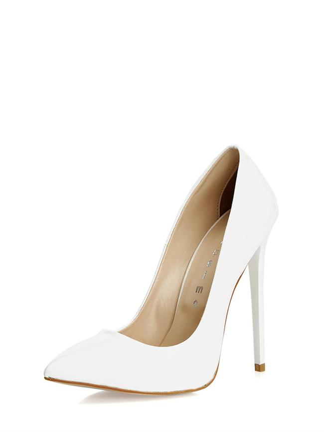 Topuklu beyaz rugan ayakkabı