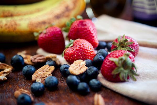 Yemekten hemen sonra meyve yememek   Yemekten sonra meyve yenilmesinin yağlanmaya sebep olacağı düşünülür. İkinci tabak yemek yerine, bir porsiyon meyve (1 elma, 1 portakal, 2 mandalina veya 1 armut ) yemek daha az enerji alımını yani daha az yemeyi sağlar. O nedenle yemek sonrası doygunluk sağlanamıyorsa, aşırıya kaçmayarak meyve yenilebilir. Ancak her besinin aşırı tüketilmesi yağ olarak depolanmasını artırır.