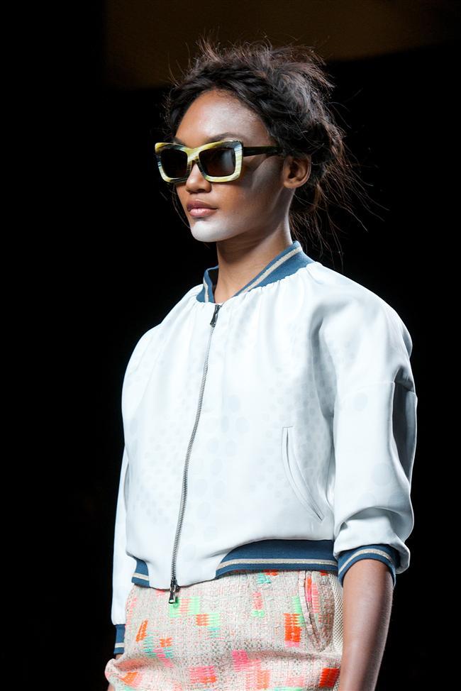 Daha klasik modellerin 2015 yazında hakim olacağı görülürken, bol ve geniş kesim pantalon ve eteklerin tercih edilmesi tasarımcıların ortak noktası olarak göze çarptı. Yine mini etek ve farklı diyaznlarda ceket modellerinin de bayanların beğenisine sunulacağı gözlendi.