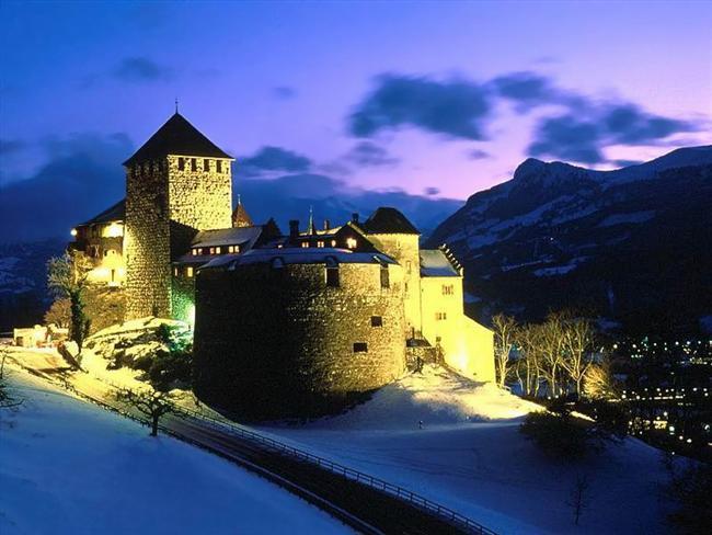 Liechtenstein  1605 km²'lik devlet, 34 bin kişilik nüfusuyla İsviçre ve Avusturya arasında bulunan Rhine Nehri kıyısında yer alıyor.