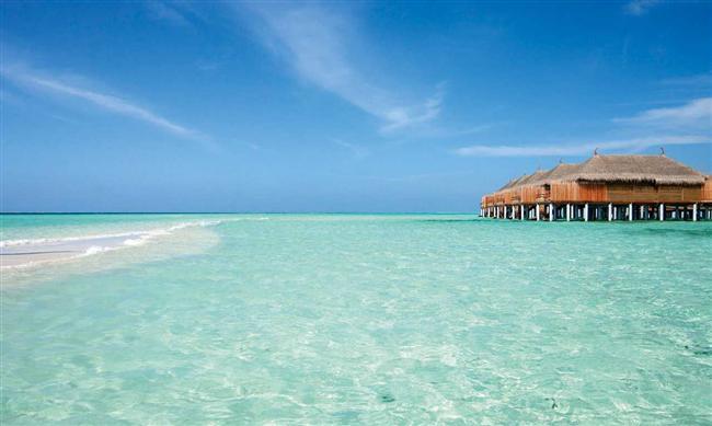 Maldivler  340 bin kişinin yaşadığı Maldivler'in yüzölçümü 2978 km². Hint Okyanusu'nda yer alan 2000 adadan 200'ü bu devletin idaresi altında bulunuyor. Devlet 1965 yılında İngiltere'den ayrılarak bağımsızlığını kazandı.