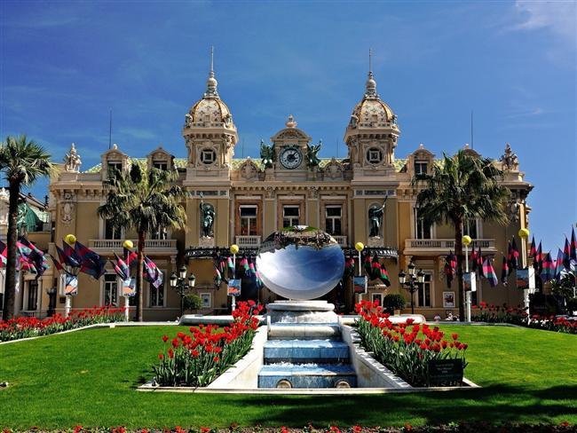 Monako  18 km²'lik yüzölçümü olan ülke, Fransa'nın Akdeniz sahillerinde Nice kentinin yakınlarındaki Fransız Rivierası boyunca uzanıyor.