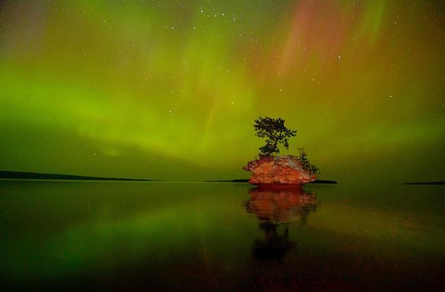Aurora Borealis Over Honeymoon Kayası, Apostle Islands National Lakeshore, Wisconsin