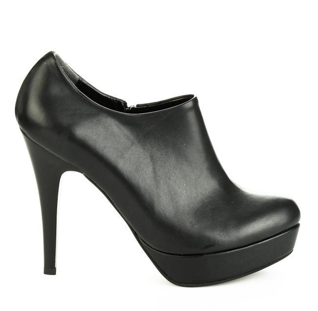 Siyah klasik topuklu ayakkabı