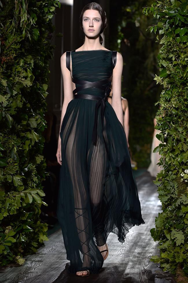 Ünlü İtalyan moda markası Valentino, Sonbahar Haute Couture Defilesiyle yine muhteşem koleksiyonla podyumdaydı.
