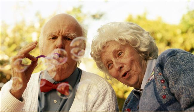 70 yaşına geldiğinizde bile sizin için çıldıracağının 6 işareti  1. Yüzünüzde çıkan sivilceyi ya da kilo aldığınızı fark etmemesi  2. Eşofmanla ortalıkta dolaştığınız zaman ne kadar güzel göründüğünüzü söylemesi  3. Uzun süredir birlikte olan orta yaşlı çiftlere özenmesi  4. Dostlarınızla ilişkinizin geleceği hakkında konuşmaktan çekinmemesi  5. Yanında yanlışlıkla gaz çıkarmanızdan rahatsız olmaması, hatta buna gülmesi  6. Yaşınız ilerledikçe daha da güzelleştiğinizi sık sık belirtmesi