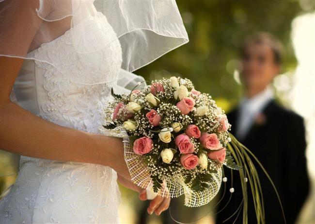 """Bağlanmaktan korktuğunun tek işareti  Geleceğe yönelik planlarından söz ederken """"Evlendiğim zaman..."""" diye değil de """"Eğer evlenirsem..."""" şeklinde konuşması..."""