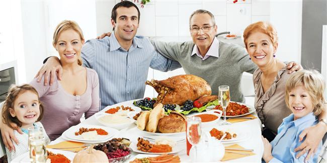 Ailenizle iyi anlaşacağının işareti  1. Kendi ailesiyle arasının iyi olması  2. Sizin ailenizle tanışmayı kendisinin teklif etmesi  3. Evinize geldiği akşam anne babanızla uzun uzun sohbet edip erkek kardeşinizi ertesi gün halı saha maçına davet etmesi  4. Arkadaş ortamında ailenizden övgüyle söz etmesi