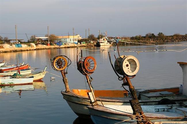 10. Trakya'nın incisi: İğneada  Tatil için Akdeniz kıyılarından sıkılanlar ya da farklı sahiller keşfetmek isteyenler Trakya'nın incisi İğneada vazgeçilmez yerlerden. Sakin bir balıkçı kasabası olan İğneada'yı tatilciler güzel ve geniş plajı nedeniyle sıklıkla tercih ediyor. Alternatif bir tatil arayışındaysanız eğer, İğneada'yı düşünebilirsiniz.