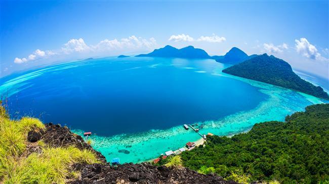 3. Muhteşem bir gün batımı için: Malezya  Güney Asya'ya gitmeyi daha önce hiç düşünmediyseniz, bu bayram sizin için güzel bir fırsat olabilir. Muhteşem bir gün batımı, ayaklarınızın altında serin bir kumsal ile Malezya size cennetten bir parça gibi gelebilir. Ülkede zengin denizaltı yaşamı tatilcilerin tercih sebeplerinden.