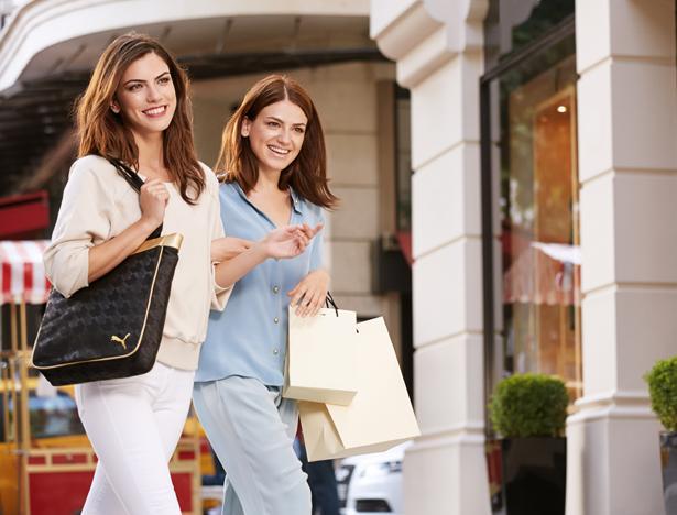Şehirde Spor Şıklık  Puma DeLuxe Shopper, çok şık detayları olan spor bir çanta. O yüzden günlük bir kıyafetle kombinledim. Altın rengi şeritleriyle havalı ve kadınsı bir tasarımı var. Çok amaçlı kullanılabilir...   Meriç Küçük'ün favori Oriflame ürünleri için tıklayın!