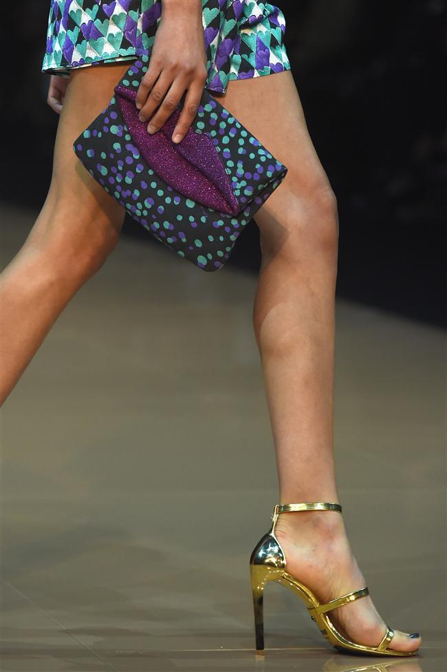 Ünlü moda tasarımcılarının segilediği 2015 ilkbahar yaz çanta modelleri büyük beğeni topladı.  Just Cavalli