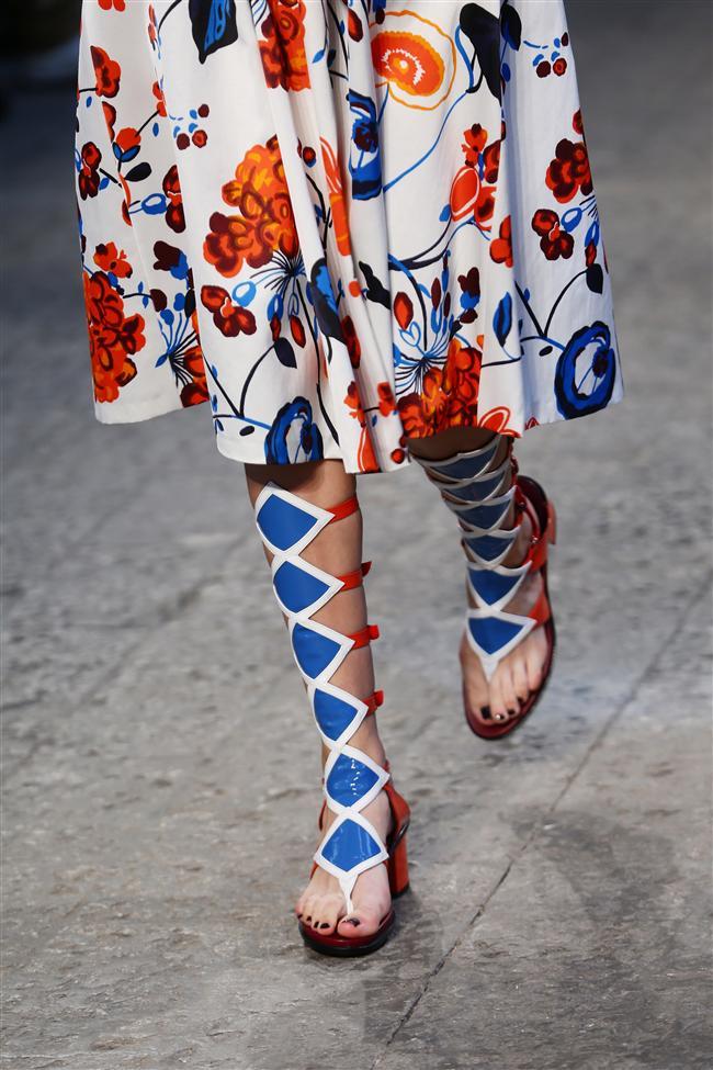 Moda dolu bir ayı geride bırakmışken, ünlü markaların 2015 ilkbahar-yaz sezonuna ait koleksiyonlarını incelemeye devam ediyoruz...