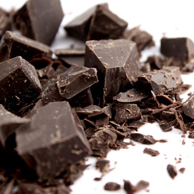 Bitter çikolata yağ ve düşük kalorili olmamasına rağmen siyah çikolata, sağlığa faydalı yüksek oranda antioksidan içeriir. Küçük bir parça tatlı ihtiyacını giderir.