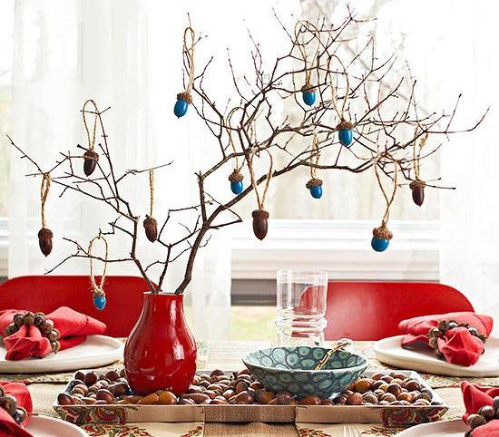 4- Evinizde Bir Meşe Ağacı  Toplayacağınız meşe palamutlarını boyayarak ve güzelce bir dal parçasına asarak, masanızın üzerine bir meşe ağacı koyabileceğinizi hiç düşünmüş müydünüz?