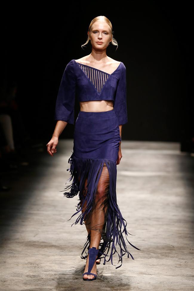 Daha önce Koza Genç Moda Tasarımcıları yarışmasında deri kategorisinde birincilik ödülü kazanan Özbek, bu sene süet parçalarla karşımıza çıktı.