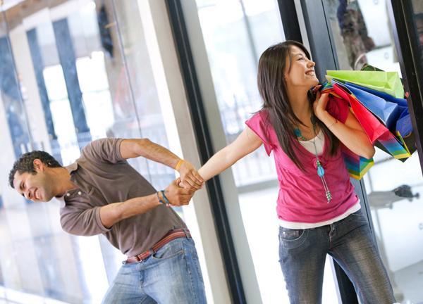 Onunla alışverişe çıkmak ve saatlerce aynı şeyleri deneyip hiçbir şey almamak.