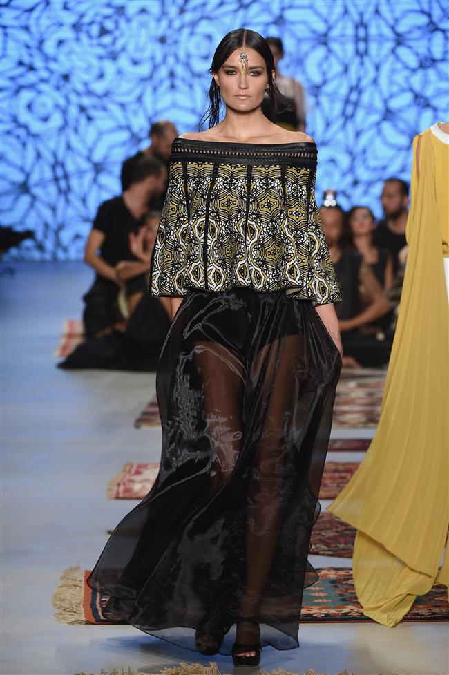 Mercedes-Benz Fashion Week Istanbul'da ünlü modacı Simay Bülbül 2015 ilkbahar-yaz koleksiyonunu segiledi...