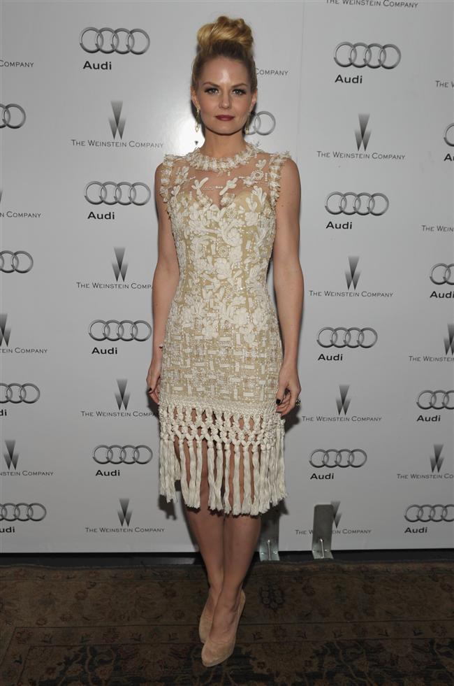 Audrey Hepburn, Cameron Diaz, Nicole Kidman, Penelope Cruz, Taylor Swift, Beyonce, Victoria Beckham, tasarımcının kırmızı halı temsilcileri olarak biliniyor.  Jennifer Morrison