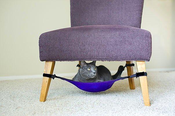 Sandalye altı kedi yatağı