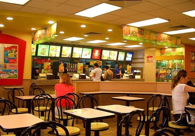 Fast Food Restoranı  İlişkinizin çok uzun ömürlü olacağını söylemek zor, çabuk sıkılan, baskıya gelemeyen, aceleci birisiniz ve ilişkilerinize de bunu yansıtıyorsunuz. Her şeyi çabuk tüketmeyi seven, popüler kültür aşığı birisiniz. Belki hayatınızın insanını bulursanız durulabilirsiniz ama onu bulana dek hızlı yaşamaya, çabuk tüketmeye, hemen sıkılmaya devam edeceksiniz gibi görünüyor.