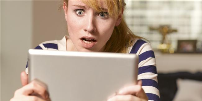 11. Sosyal medyada hoşlandığın kişinin sayfalarını incelerken yanlışlıkla eski postunu beğenip kendinden nefret edersin.
