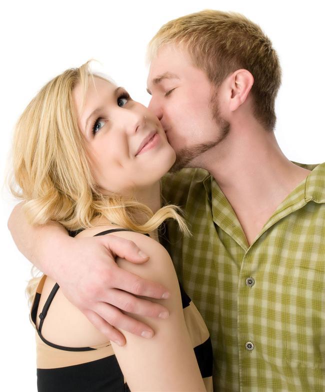 3. Stres anında aldığın minik bir öpücük stresinin azalmasını sağlar.  Uzun süreli ilişkisi olan insanlarda sevdiğinin kendisinin öptüğünü düşünmek bile stresin azalmasını sağlar.