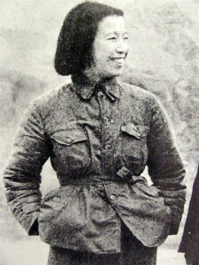 Jiang Qing (1914-1991)  Çin devriminin mimarı Mao Çe-tung'un eşi Jiang Qing komünist partı içinde zeki hamleleri sayesinde kısa süre içinde yükseldi. Jiang Qing Çin kültür devriminin arkasındaki esas güç olduğu ileri sürüldü. 500 bin insanın ölümünden sorumlu tutulan Jiang Qing, 36 milyon kişiye de işkence yapılmasından sorumlu tutuldu.