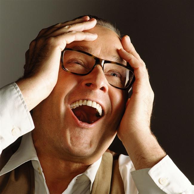 Çok gülme  1975'de İngiliz bir çift televizyonda en sevdikleri programı izlerken erkek yarım saat süren bir gülme krizi sonucu kalp krizi geçirerek öldü. Eşi, cenazeden sonra programın yapımcılarına bir mektup yazarak, kocasını hayatının son dakikalarında bu kadar mutlu ettikleri için teşekkür etti.