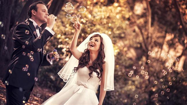 Düğün Fotoğrafı  Nişanda çekilenin gelinlikle olanıdır. Düğün hatırası nedeniyle biraz mantığa yatkındır.