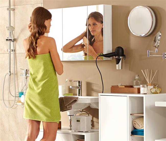 Saçını kurutmayı, kurutma makinesinin en soğuk seçeneği ile bitir böylece sıcak ama ıslak saçlara değil gerçekten kurumuş saçlara ulaşırsın.