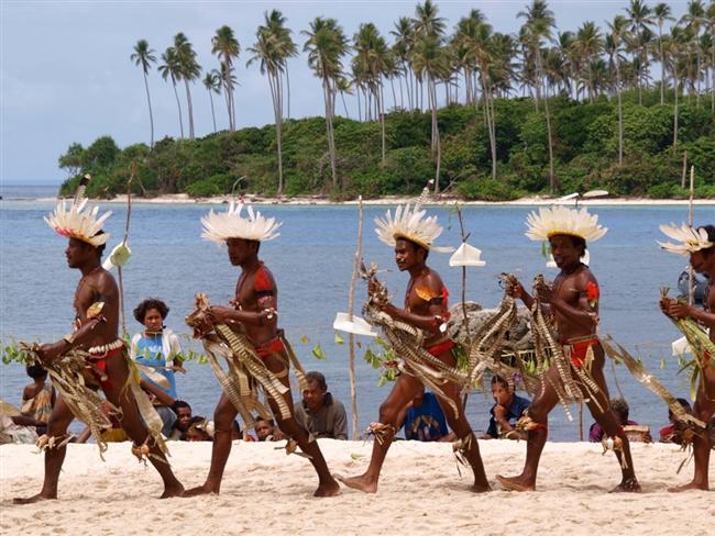3. Papua Yeni Gine  Papua Yeni Gine'deki Trobriand kabilesi cinsel aktiflikleriyle tanınıyorlar. Erkekler de 10 ile 12 yaşları arasında hiçbir sosyal damga yemeden sevişmeye başlar. Bir diğer ilginç ayrıntı da evlilik öncesi seksin iyi karşılanması ancak evlenmeden önce birlikte yemeğe çıkmanın hoş karşılanmaması.