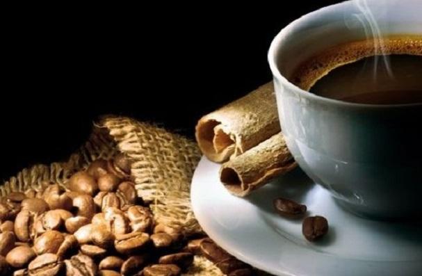 7.Kış deyince çoğumuzun aklına yağmur damlaların düştüğü bir cam - yumuşak hırka - sıcak kahve üçlüsünün gelmesi tesadüf olamaz.