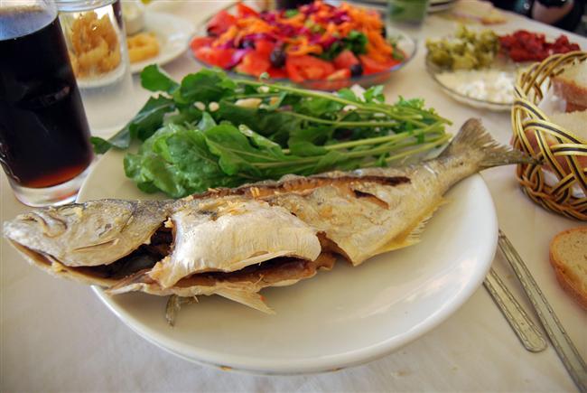 Levrek: Tereyağlı buğulama, tava, ızgara, buğulama, kâğıtkebabı, sebzeli-domatesli haşlama