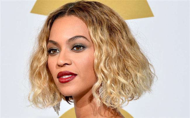 """Dünyaca ünlü Forbes dergisinin açıkladığı """"Yılın En Çok kazanan Kadın Müzisyenleri"""" listesinde Beyonce 2014 yılındaki 115 milyon dolarlık kazancıyla açık ara birinci oldu.  115 Milyon Dolar"""