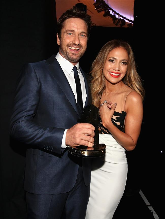 Queen Latifah'nin ev sahipliği yaptığı 'Hollywood Film Awards' gecesi birçok ünlünün katılımıyla yıldızlar geçidine sahne oldu. Hollywood'un en başarılı isimlerine ödüllerinin dağıtıldığı geceye ünlü isimler şık kıyafetleriyle damga vurdu.  Ödül alanlar ise şöyle;  Hollywood animasyon ödülü: How to Train Your Dragon 2