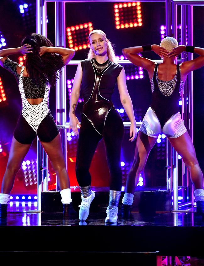 İki dalda ödül alan Avustralyalı Iggy Azalea geceye damga vurdu. Rap/hip-hop sanatçısı ve Rap/hip-hop albümü dalında iki ödül aldı.    Iggy Azalea