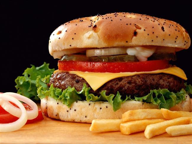 16. Bu zorlu eforunu en sevdiğin menülerle taçlandırırsın.  Nasıl olsa yarın diyete başlayacaksın.