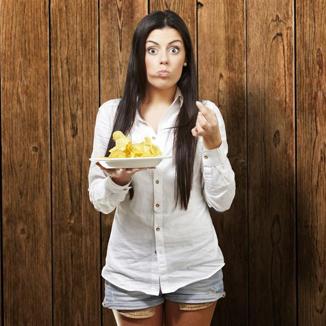 3. Daha diyetinin başlamasında yarım saat bile geçmeden atıştırmalık yemeye başlarsın.