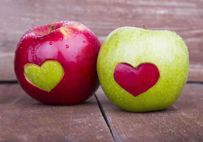 Elma:  Şeker ve ensülin cildi yaşlandırıyor. Buna karşın elma kan şekerini sabitliyor ve ensülin iniş çıkışını engelliyor.