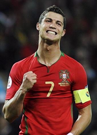 Cristiano Ronaldo  Real Madrid'li futbolcu 1 Kasım 2014 tarihinde kariyerindeki 700. maçına çıktı. Attığı gollerle bu yıl La Liga rekoru kıran Ronaldo, güzel model Irina Shayk ile olan birlikteliğiyle de büyük ilgi görüyor. 5 Şubat 1985 doğumlu ünlü futbolcu Marca Gazetesi tarafından geçen sezonun en iyi futbolcusu seçildi.