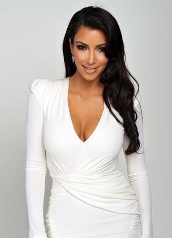 """Kim Kardeshian   """"Keeping Up with the Kardashians"""" adlı TV programıyla ve seksi görüntüleriyle tanıdığımız Kim Kardeshian bu yıl Paper Magazine için verdiği çıplak pozlarla yine gündemdeydi. Ayrıca Kardeshian kendi blogunda verdiği öneriler büyük ilgi görüyor."""