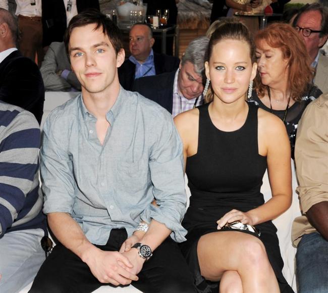 Genç kuşağın başarılı yıldızlarından Jennifer Lawrence Nicholas Hoult'tan bu kez kesin olarak ayrıldı.