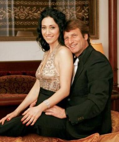 Kaya Çilingiroğlu ile beş yıllık eşi Feraye Tanyolaç da bu yıl boşandı.   Çiftin boşanması şaşkınlık yarattı.