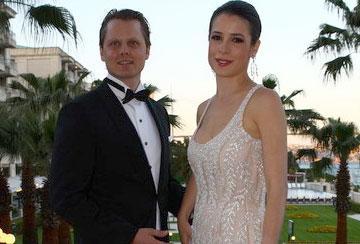 Ünlü işadamı Necmettin Eliyeşil'in kızı Melisa, Faber Castell'in veliahtı Charles von Faber Castell ile evlendi.
