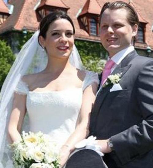 Çiftin düğünü aylarca konuşuldu.
